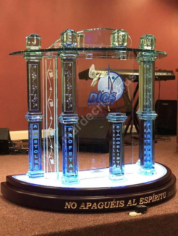 pulpito-altar-de-inspiracion-luminoso-mar-de-cristal0003