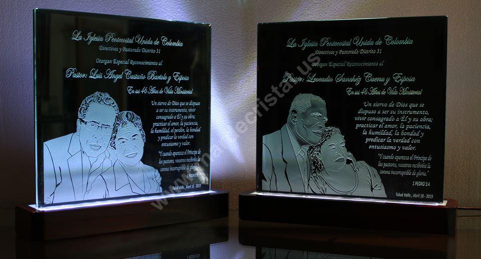 productos-linea-conmemorativa-placas-y-trofeos-mar-de-cristal-pulpitos-colombia2